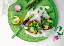 Grzanki z grillowanymi szparagami i pastą z bobu - ugotuj