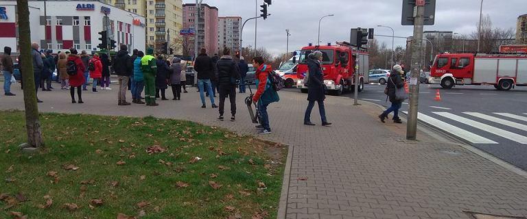 Wypadek po policyjnym pościgu na Gocławiu. Sprawca nie zatrzymał się do kontroli, 2 osoby ranne