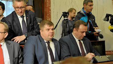 Posiedzenie sejmiku województwa śląskiego. Wojciech Kałuża (drugi od prawej)