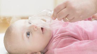 Zapalenie oskrzeli u niemowlęcia to najczęściej powikłanie po infekcji górnych dróg oddechowych
