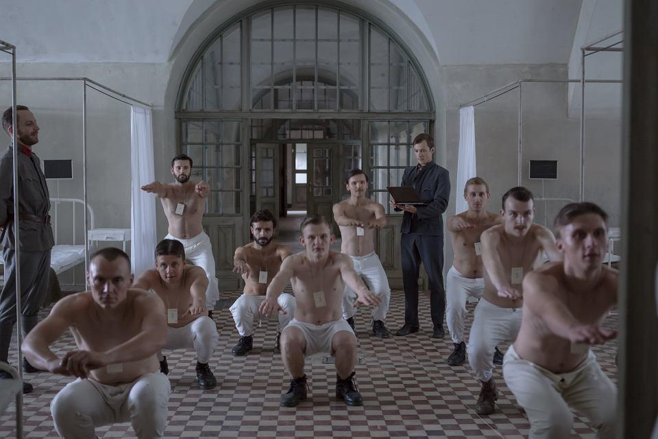 Kadr z filmu Krzysztofa Zanussiego 'Eter'
