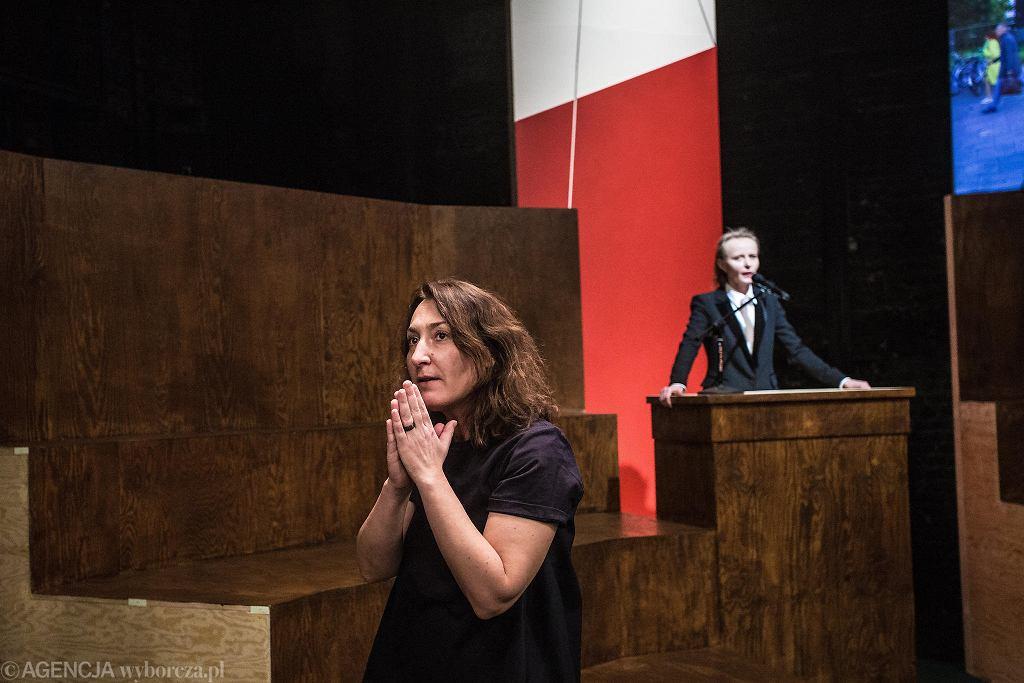 Teatr Powszechny. Maja Kleczewska podczas próby medialnej spektaklu Bachantki. / ADAM STĘPIEŃ