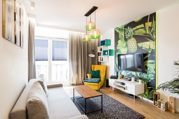 Dwupokojowe mieszkanie z kolorowymi akcentami