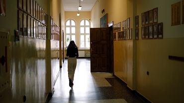 Szkolny korytarz (zdjęcie ilustracyjne)