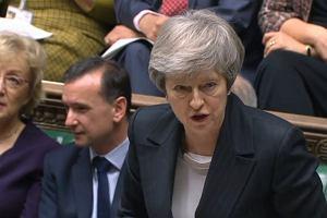 Brytyjskie media: Theresa May przełoży jutrzejsze głosowanie ws. brexitu. Funt wyraźnie traci