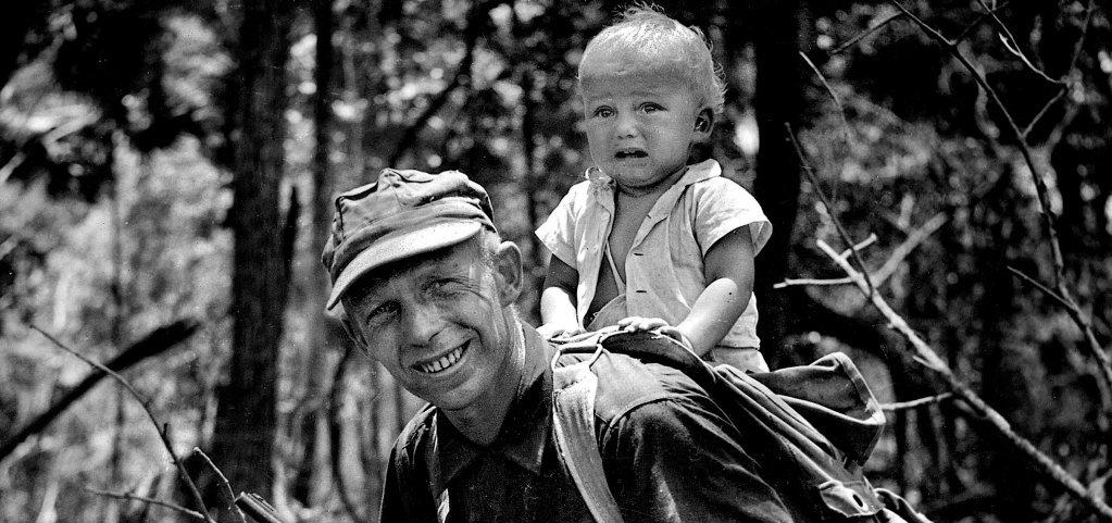 Ozana Halik na plecach Tony'ego, Honduras Brytyjski, 1960 r. (fot. archiwum prywatne rodziny Halików)