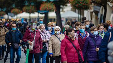 Pandemia koronawirusa. Od soboty maseczki znów wszędzie będą obowiązkowe