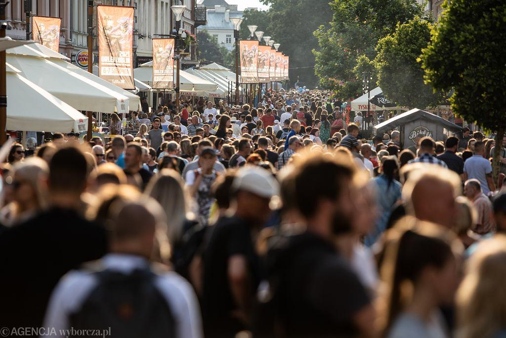 Tłum (zdjęcie ilustracyjne)