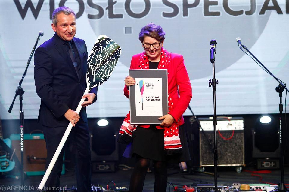 Wiosła Kultury 2019, gala w Monopolis. Krzysztof Witkowski, prezes łódzkiej spółki Virako i Joanna Żarnoch-Chudzińska, redaktor naczelna 'Gazety Wyborczej Łódź'.