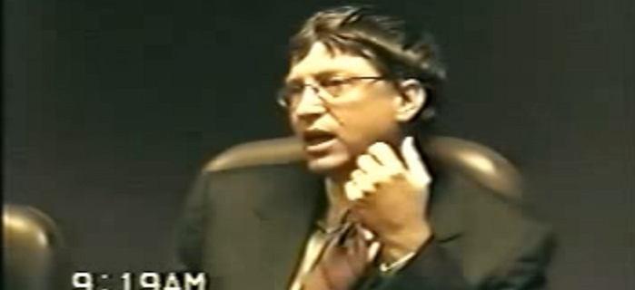 """Bill Gates wił się na krześle i powtarzał: """"Nie pamiętam"""". Tak Microsoft uciekł spod topora"""