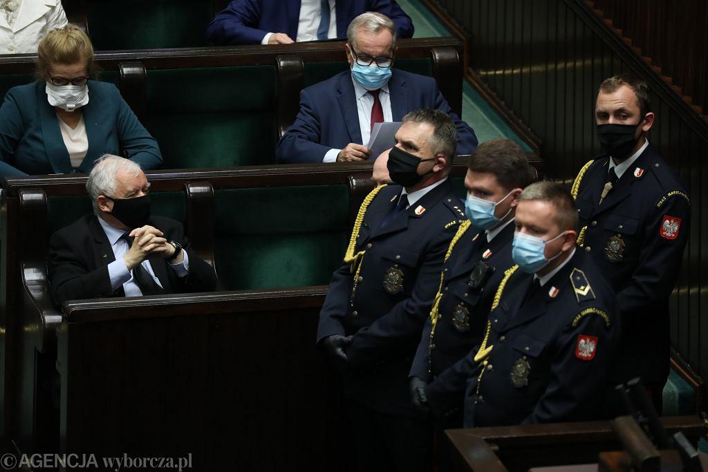 27.10.2020, Sejm, Jarosław Kaczyński pilnowany przez Straż Marszałkowską podczas obrad Sejmu