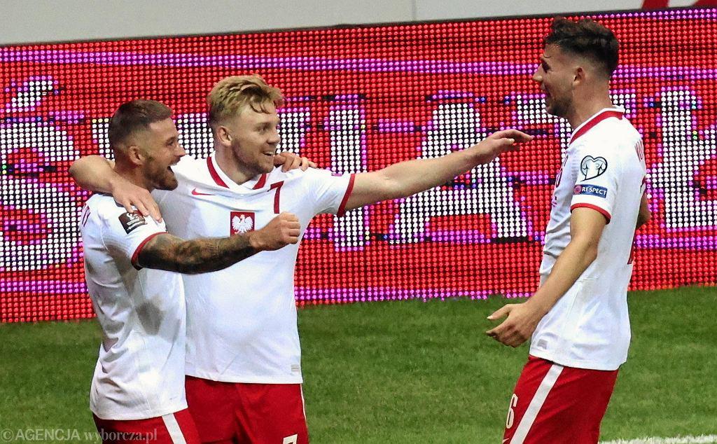 Karol Linetty, Kamil Jóźwiak i Jakub Moder w meczu Polska - Albania