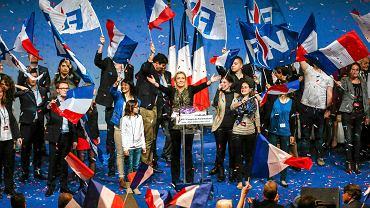 Kongres Frontu Narodowego w Lyonie, 30 listopada. W środku przewodnicząca partii Marine Le Pen