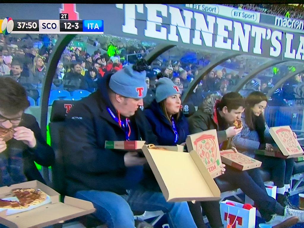 Puchar Sześciu Narodów 2019. Na ławce rezerwowych zajadali się pizzą