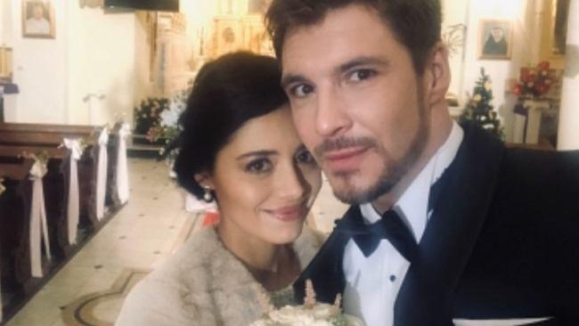 """Mikołaj Roznerski i Adriana Kalska pokazali zdjęcie ślubne. """"Zrobiliśmy to!"""""""