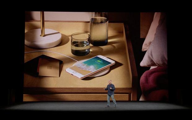 Zdjęcie numer 2 w galerii - Ten mały gadżet sprawi, że pokochasz ładowanie smartfona. Podpowiadamy jak wybrać bezprzewodową ładowarkę