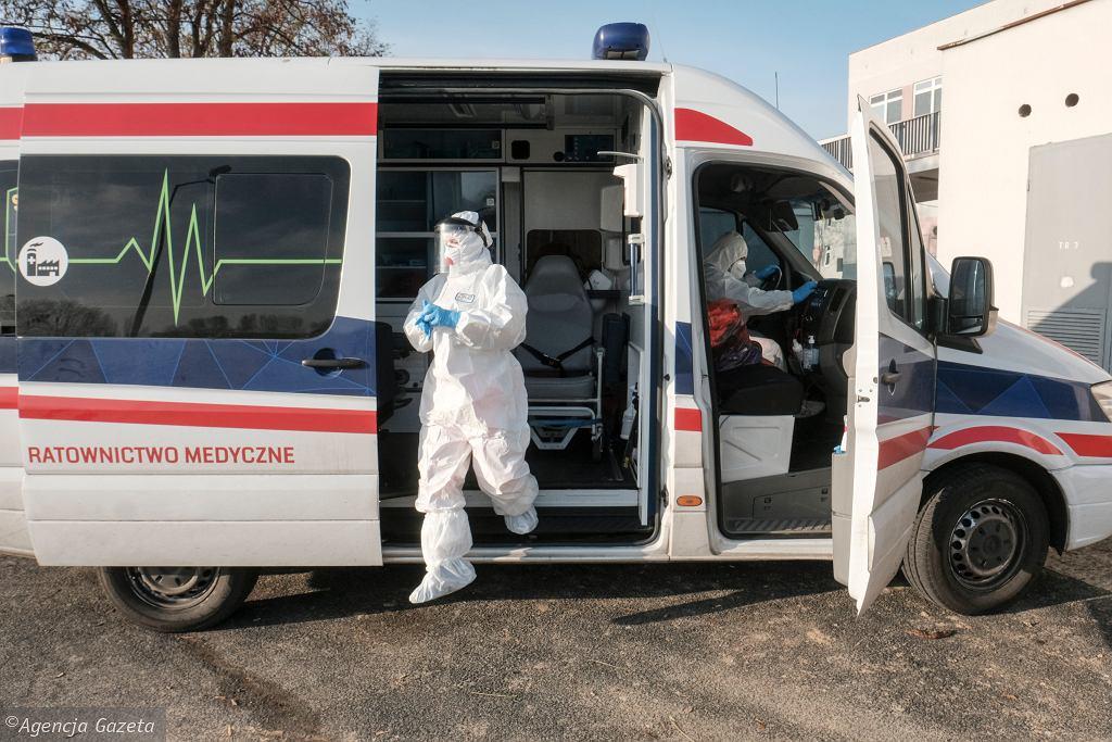 Koronawirus w Polsce (ratownicy medyczni - zdjęcie ilustracyjne)