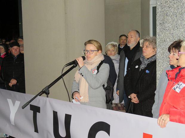 18.12.2019 r. Protest przed sądem w Zielonej Górze. Na zdjęciu sędzia Ewa Niezabitowska