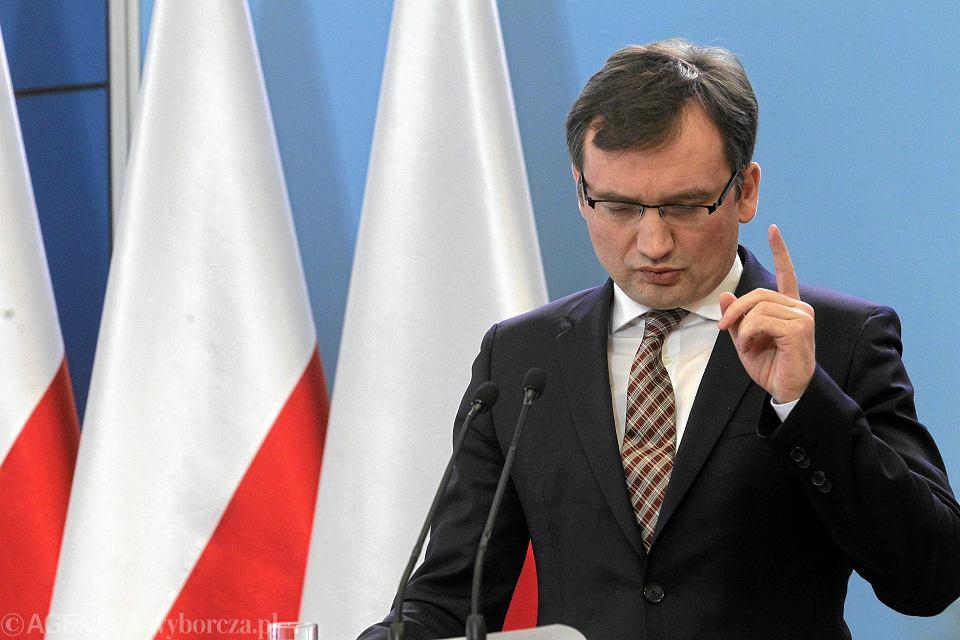 Zbigniew Ziobro podczas konferencji dot. ponownego polaczenia funkcji ministra sprawiedliwosci i prokuratora generalnego