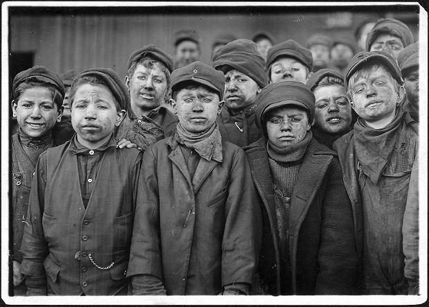 Zdjęcie numer 0 w galerii - Chłopcy z kopalni, dziewczęta ze szwalni. 100 lat temu miliony dzieci pracowało w państwach Zachodu [GALERIA]