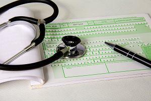 Rewolucyjne zmiany w kontrolach zwolnień lekarskich przez ZUS. Wezwą nas mailem, sprawdzą, czy leżymy
