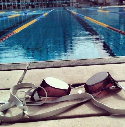 Pływanie dobrze wpływa na kręgosłup, pomaga zwalczyć jego bóle