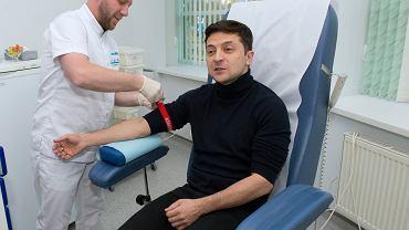Wołodymyr Zełeński poddaje się badaniu krwi