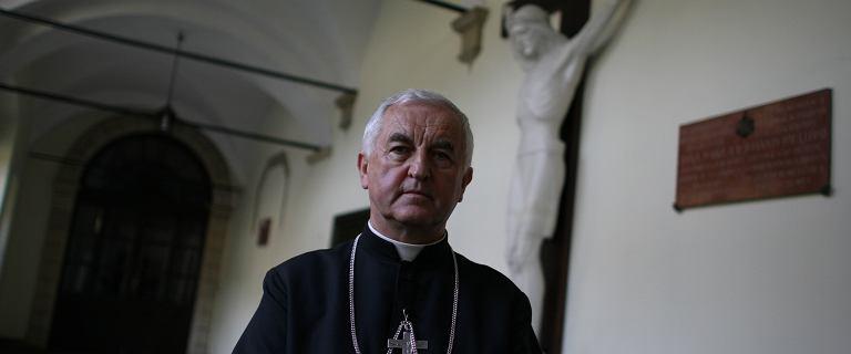 Nuncjatura Apostolska: Wina bp. Jana Szkodonia nie została udowodniona