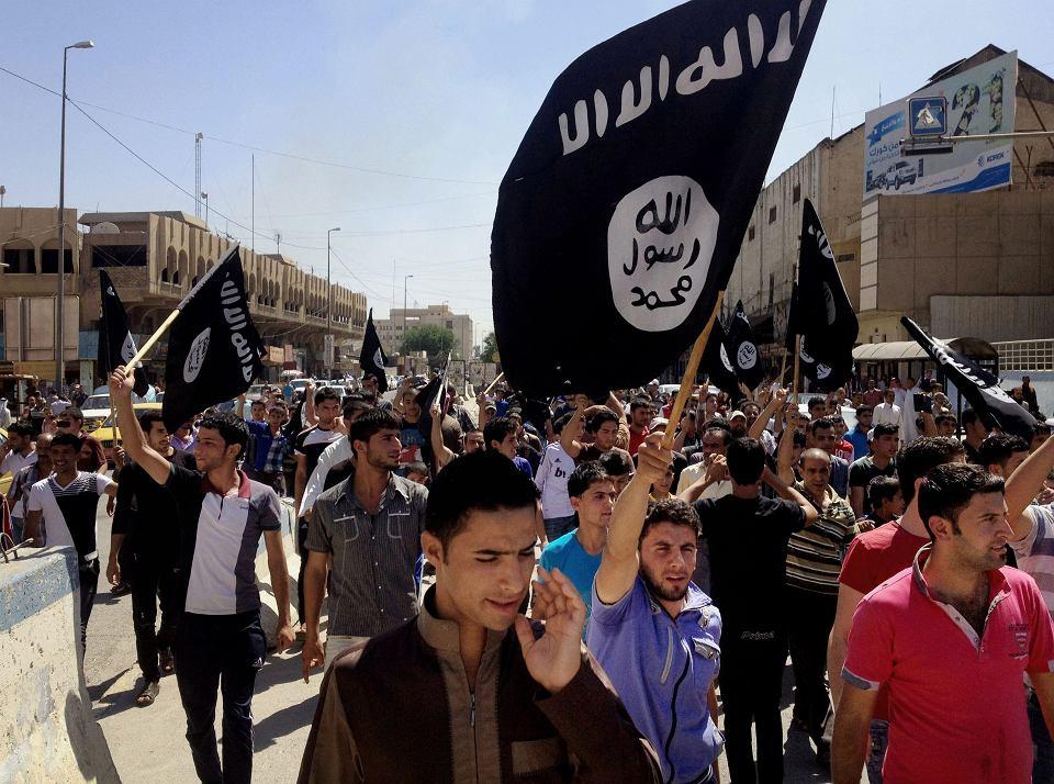 Zwolennicy Państwa Islamskiego w Mosulu, czerwiec 2014 r.