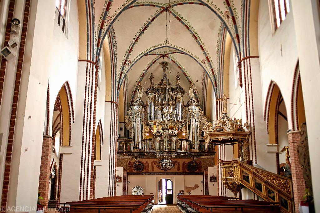 Wnętrze katedry w Kamieniu Pomorskim z zabytkowymi organami