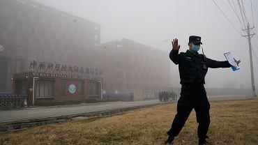 Strażnik strzeżący Instytutu Wirusologii w Wuhan