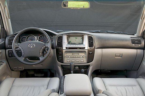 Duża terenowa Toyota to połączenie komfortu z właściwościami terenowymi