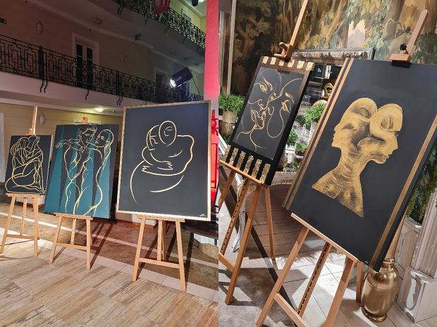 obrazy Magdaleny Kapeli w La Vie Skin Gallery, na wernisażu wystawy 'Sztuka jest kobietą...'