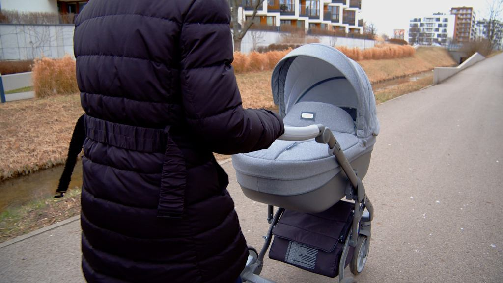 Kobieta zwróciła uwagę matce szarpiącej dziecko. Dostała pięścią w głowę. 'Kazała mi zająć się moim bachorem' (zdjęcie ilustracyjne)