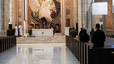 Pandemia koronawirusa. Msza w sanktuarium Jana Pawła II w Łagiewnikach