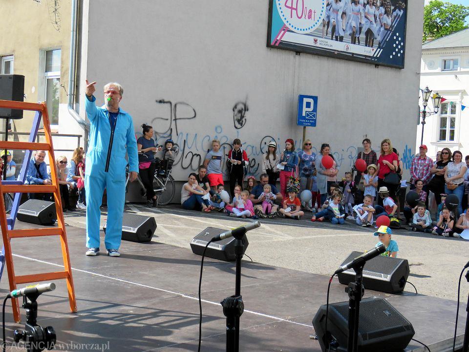 Zdjęcie numer 88 w galerii - Wielka zabawa na niezwykłej ulicy. Teatralna bawi się na całego [ZDJĘCIA]