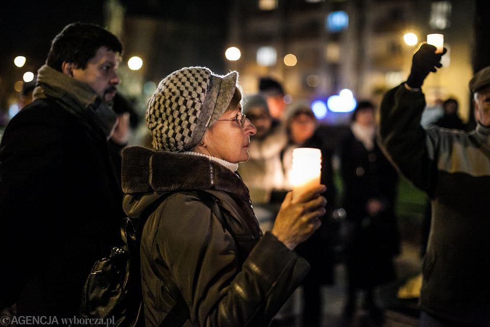 Zdjęcie numer 2 w galerii - Protest pod sądem w Opolu. Łzy, wzruszenie i mocne słowa legendy
