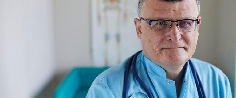 Dr Grzesiowski: Jeśli jesteśmy sami na ulicy, maseczka nie ma sensu