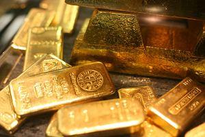 Sztabka złota zamiast koperty z pieniędzmi i AGD. Nowy pomysł na prezent ślubny