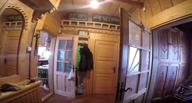Zdjęcie numer 3 w galerii - Stanisław Karpiel-Bułecka pokazał, jak mieszka. Piękna góralska chata! A jej wnętrze? Istna perełka