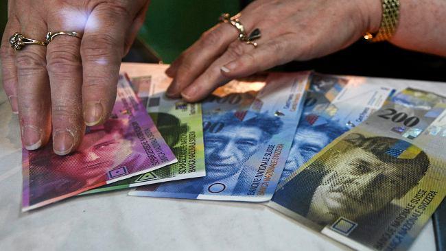 Średni kurs walut NBP - 09.08. Frank znów idzie w górę [kurs dolara, funta, euro, franka]