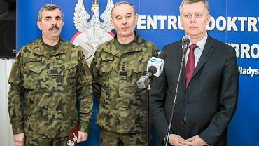 Minister Obrony Narodowej Tomasz Siemoniak podczas wizyty oraz konferencji w Centrum Doktryn i Szkolenia Sil Zbrojnych w Bydgoszczy.