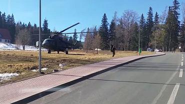 Kadr z filmu przedstawiającego ćwiczenia wojskowe w Karpaczu
