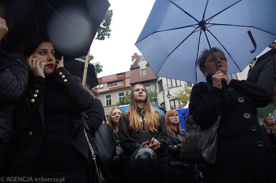 Zdjęcie numer 17 w galerii - Czarny protest w Zielonej Górze: