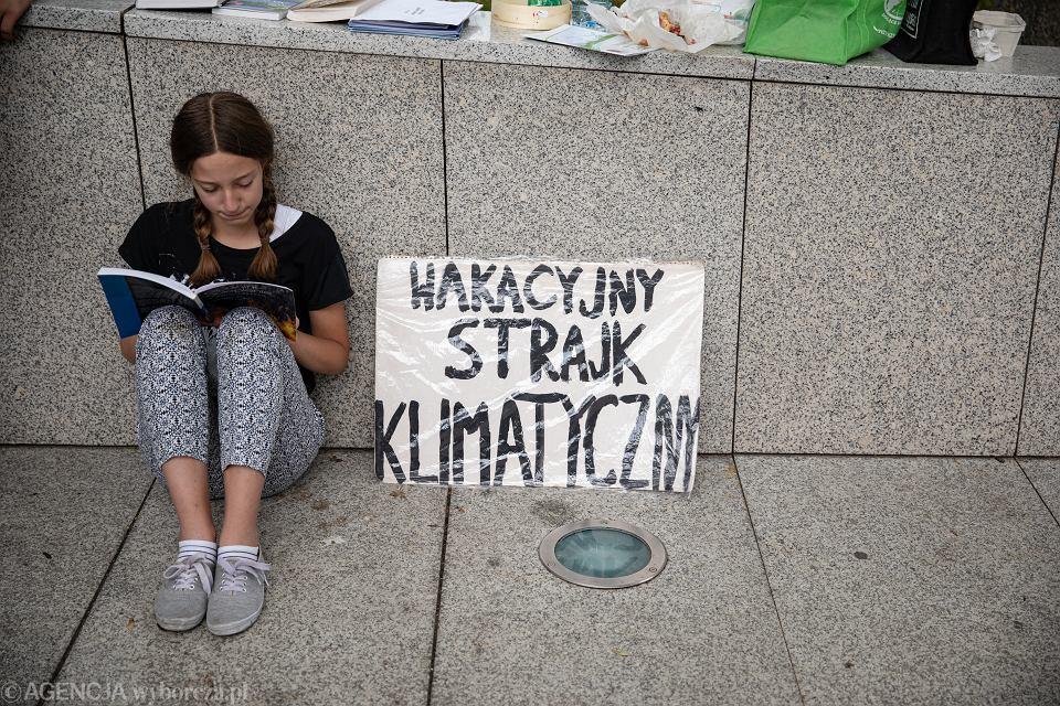 Wakacyjny protest klimatyczny Ingi Zasowskiej w Warszawie