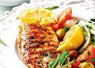 Grillowana pierś kurczaka z oliwkami izsałatką zfenkułu