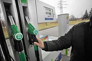 Wprowadzono podatek w postaci opłaty emisyjnej. Co dalej z cenami paliw na polskich stacjach?