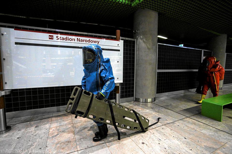 Metro Stadion Narodowy. Nocne ćwiczenia symulujące atak terrorystyczny z użyciem substancji chemicznej.