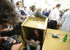 1300 poprawek opozycji odrzucono w kilka minut. Piotrowicz zamykał posiedzenie, a opozycja śpiewała hymn