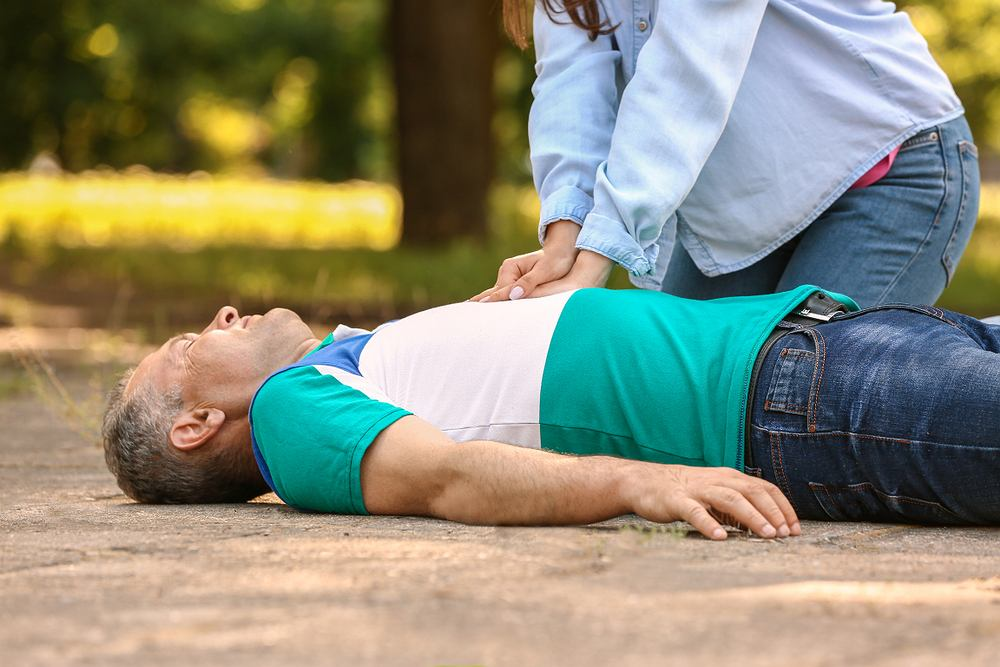 Reanimacja to zespół czynności ratowniczych stosowanych w sytuacji zagrożenia życia. Zdjęcie ilustracyjne